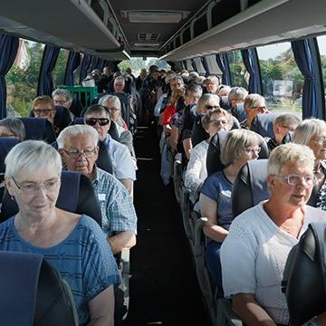 turistkørsels bus med mennesker